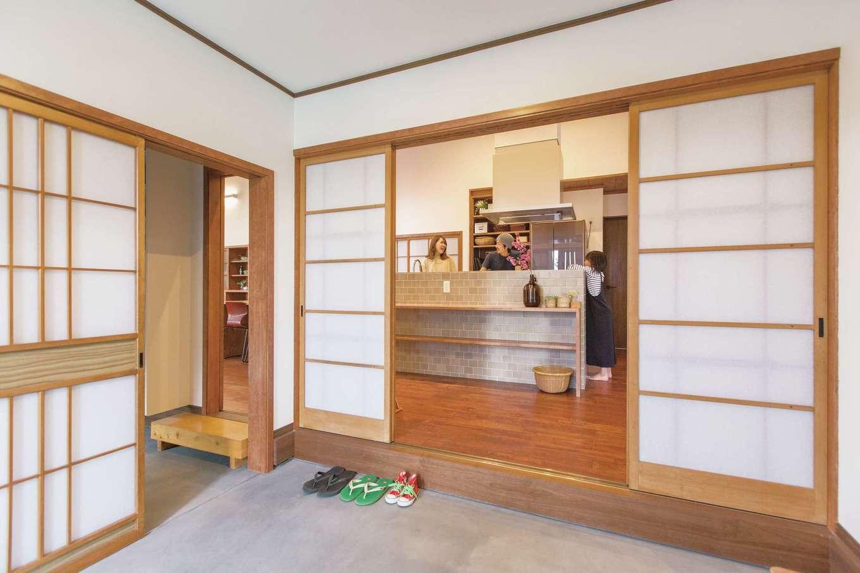 Ayami建築工房|キッチンだった場所を洗面室と脱衣所に一新。広い脱衣所は銭湯のような雰囲気で、個別収納に加え、部屋干しスペースもある