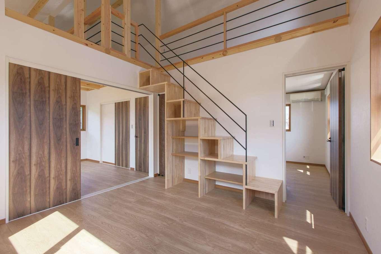 Ayami建築工房【二世帯住宅、間取り、輸入住宅】2階の3つの部屋には入口が2か所ずつ用意された。つなげたり閉じたりして、暮らし方の変化に対応できるようになっている