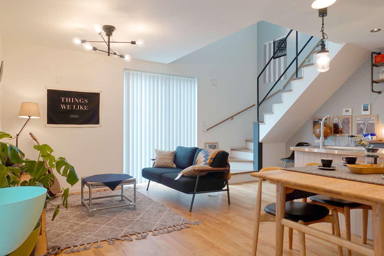 エムデカーサ/WOODBOX富士【デザイン住宅、趣味、平屋】1Fは余分な間仕切りを減らしたオープンな空間は、実際の面積以上に広々。風通しを熟慮した窓の配置が隠れたポイント