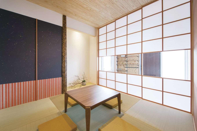 幹工務店【浜松市浜北区油一色176-1・モデルハウス】玄関土間やリビングとつながる和室。障子戸を開け放つと、目の前に玄関土間が広がる。客間として利用する際もゲストを直接招き入れることができる