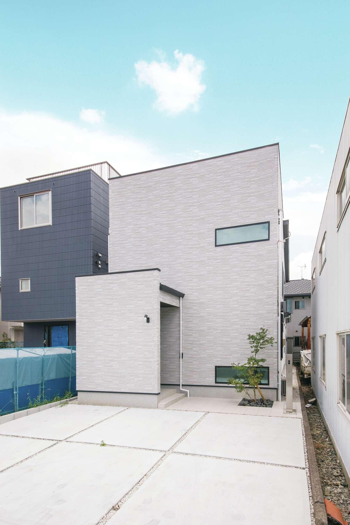 幸和ハウジング【デザイン住宅、屋上バルコニー、インテリア】シンプルなデザインの外観は植栽がアクセントに