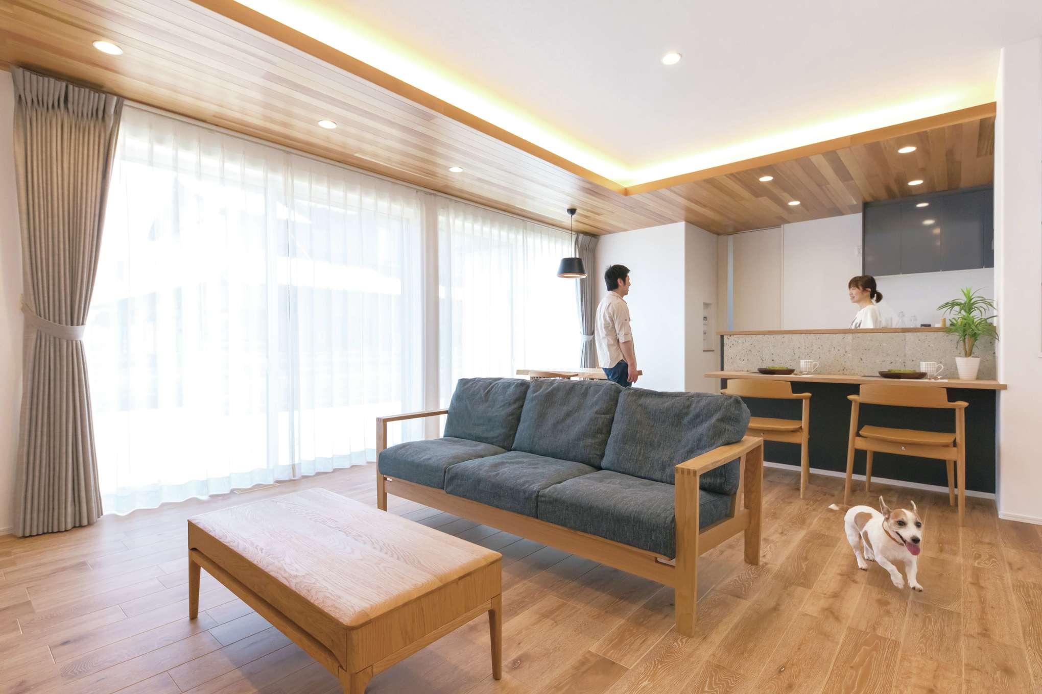 ワンズホーム【デザイン住宅、ペット、平屋】愛犬に負担の少ない床材やクロスを採用。臭いやホコリを抑えつつ、きれいな空気を循環させる24時間換気システムも装備し、人と犬が快適に暮らせる住空間を実現