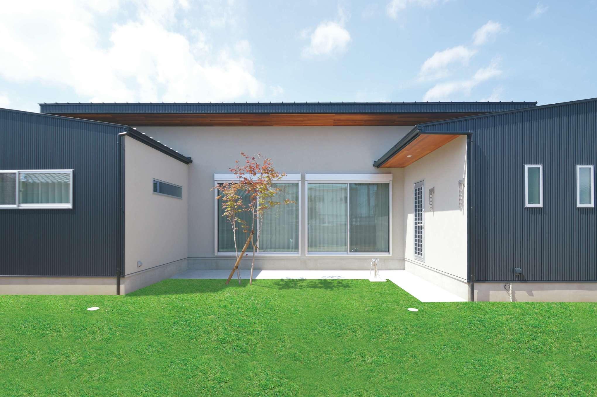 ワンズホーム【デザイン住宅、ペット、平屋】広い庭は愛犬が駆け回れるドッグランスペース