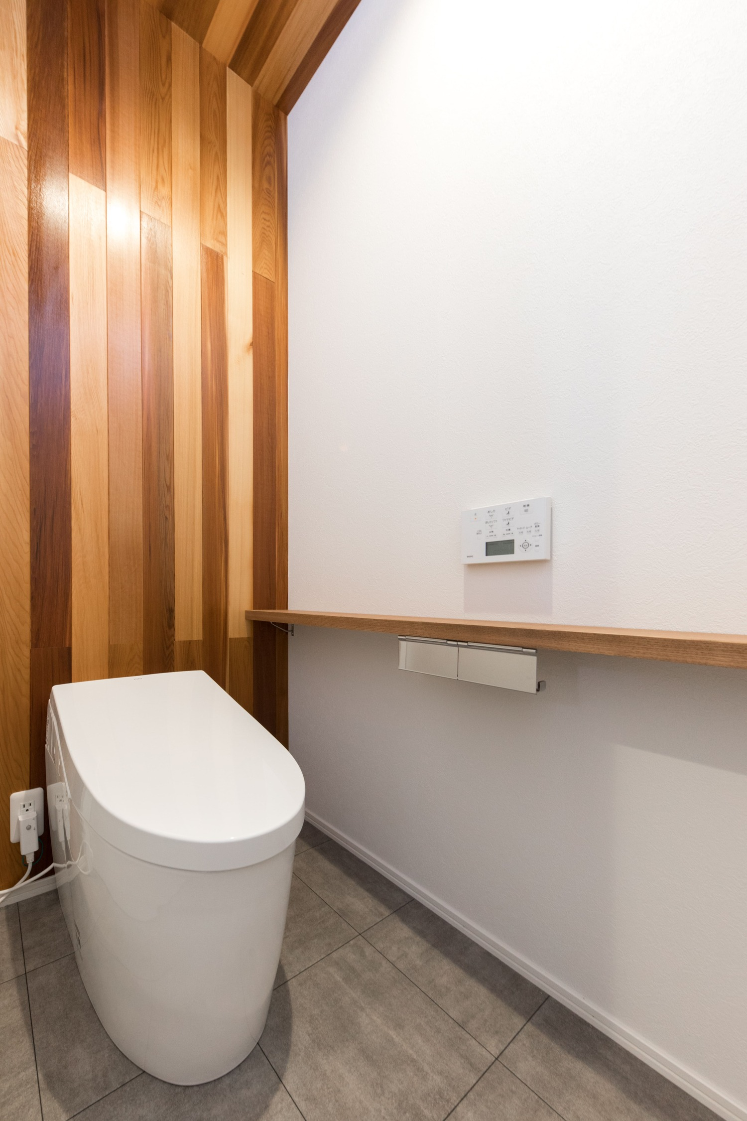 ワンズホーム【デザイン住宅、ペット、平屋】シンプルでありながら、木のぬくもりを感じられるトイレ