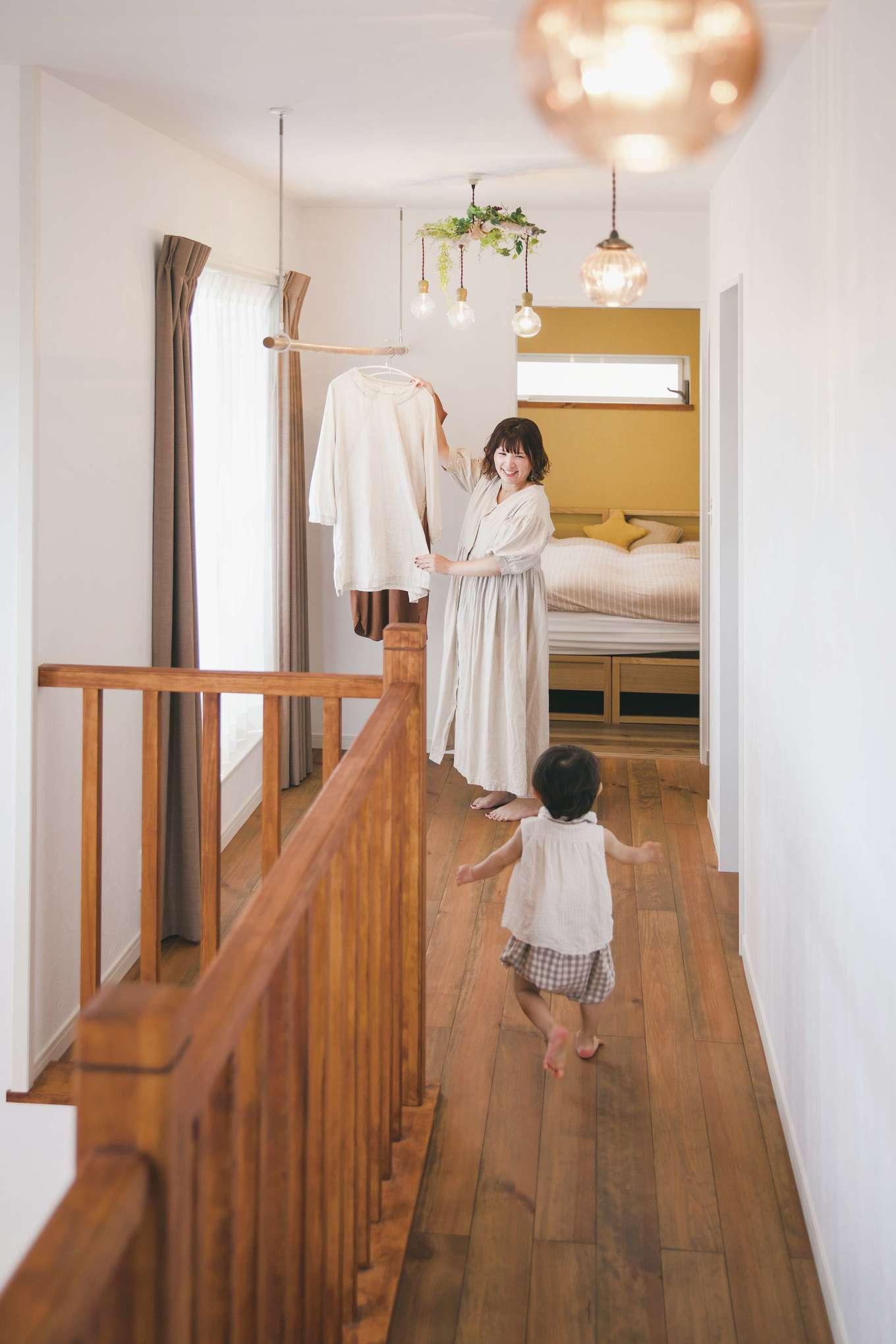 casa carina 浜北(内藤材木店)【デザイン住宅、自然素材、インテリア】2階は「カーサ・ライト」仕様。洗濯物を干しても、漆喰の調湿効果で不快な臭いがまったくしない