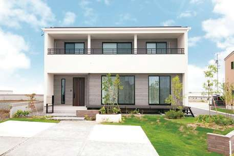 遠鉄ホーム【袋井市・モデルハウス】分譲地内に実際に建築したモデルハウス。建物の他、日当たりや風通し、庭の広さも実際の生活をイメージしながら確かめて