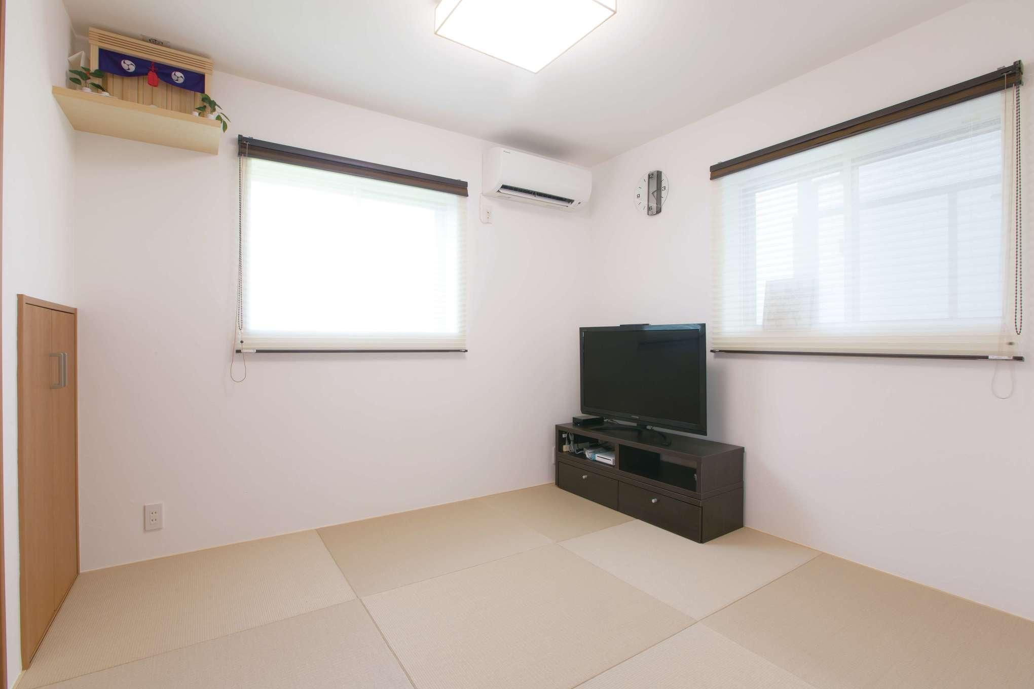 仲間を招く機会が多いため、LDKの隣に和室を確保。琉球畳を用いシンプルにデザイン