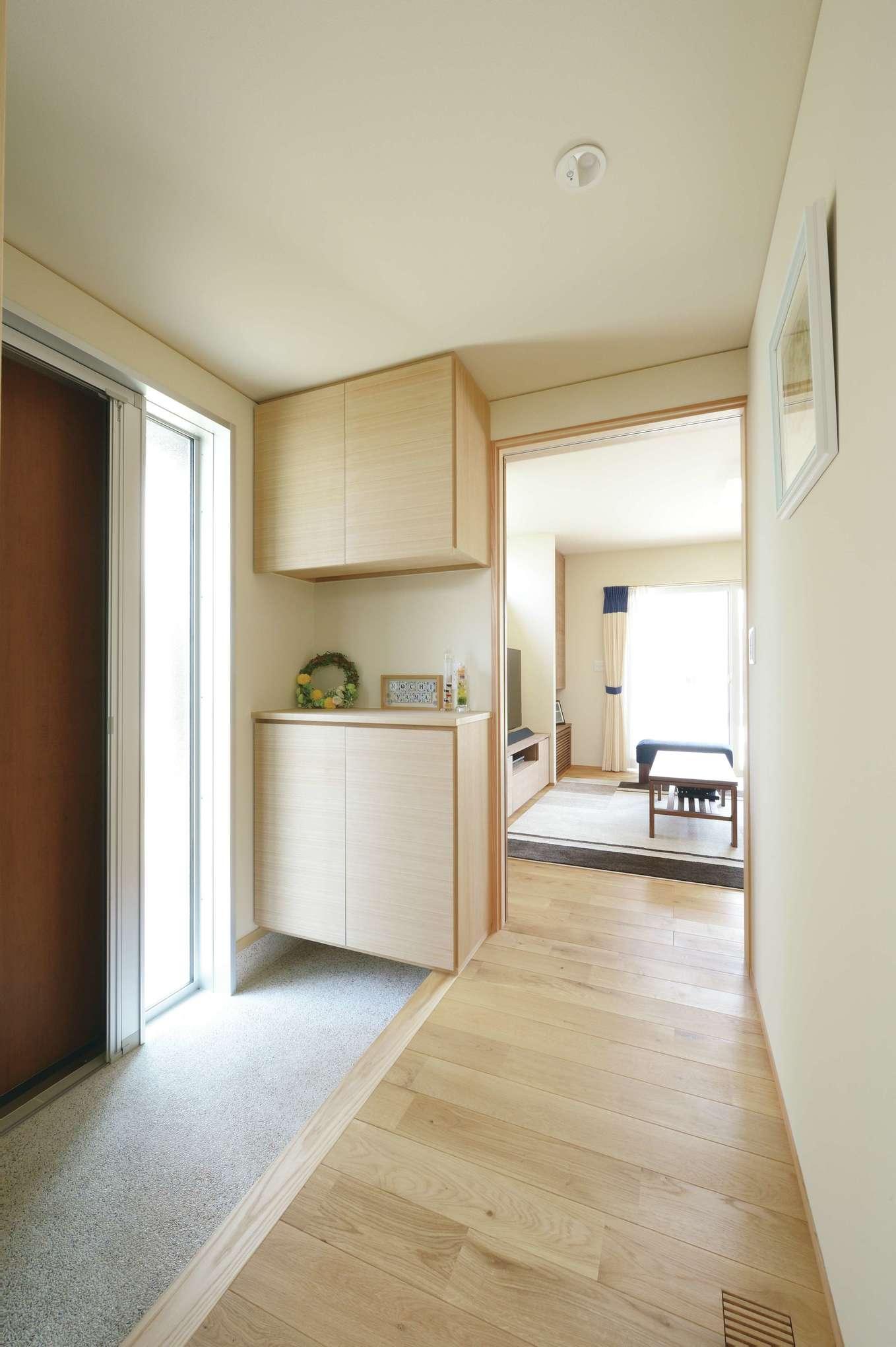 新栄住宅【自然素材、省エネ、間取り】扉を開けた瞬間、モワッとしない土間玄関