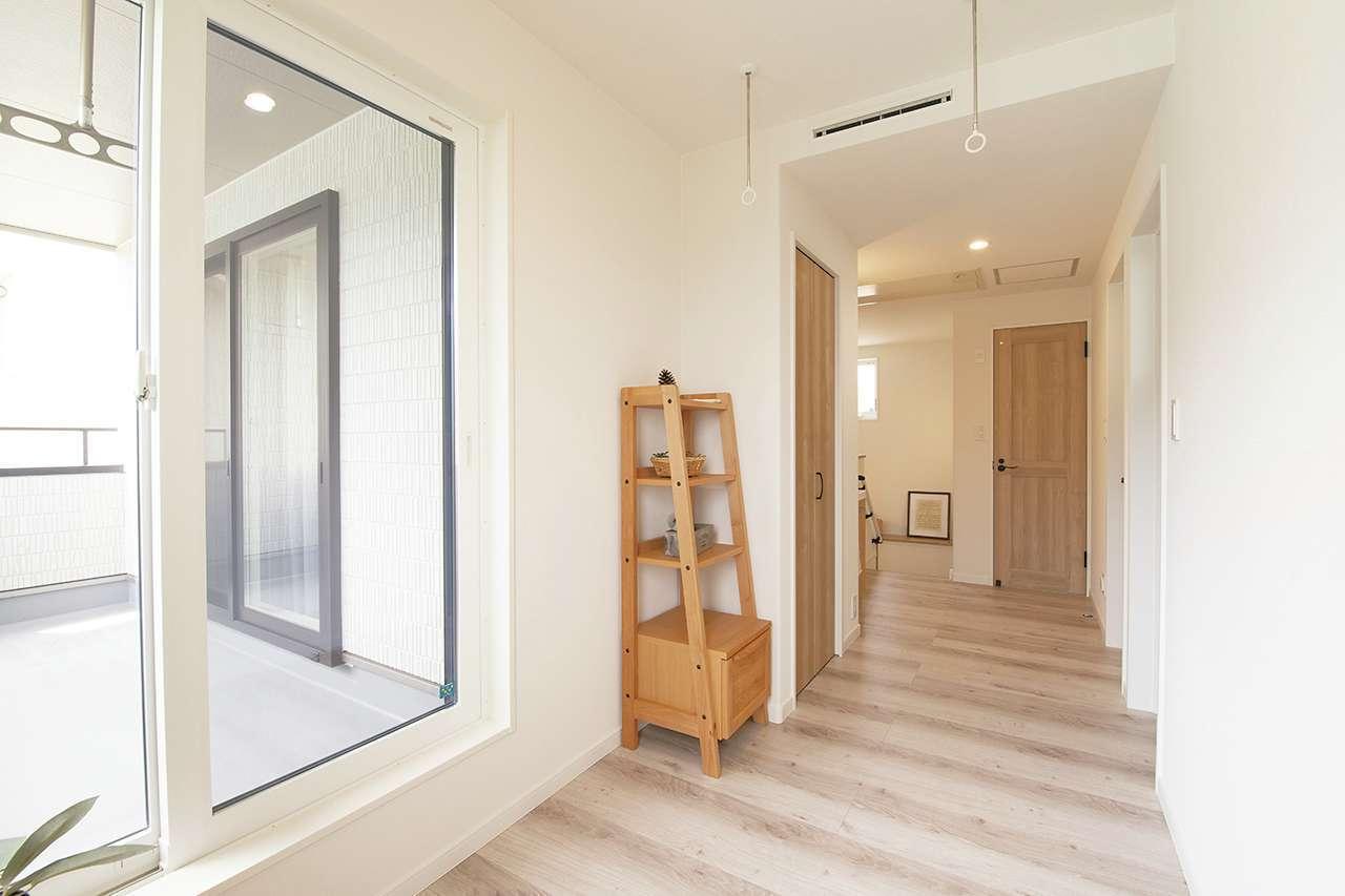 遠鉄ホーム【磐田市・モデルハウス】2階は洗濯物が濡れない部屋干しコーナーとインナーバルコニーを併設