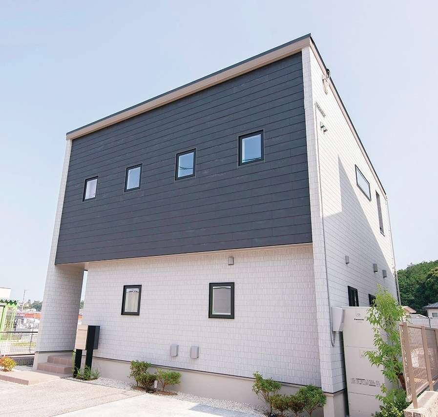 遠鉄ホーム【磐田市・モデルハウス】ダークグレーと白のツートンカラーが美しい外観