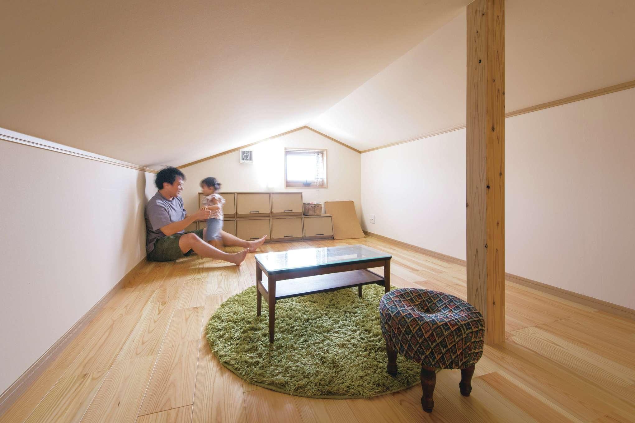 田畑工事【子育て、自然素材、省エネ】普通の家なら暑くていられない小屋裏も、「雨楽な家」なら快適に過ごせる