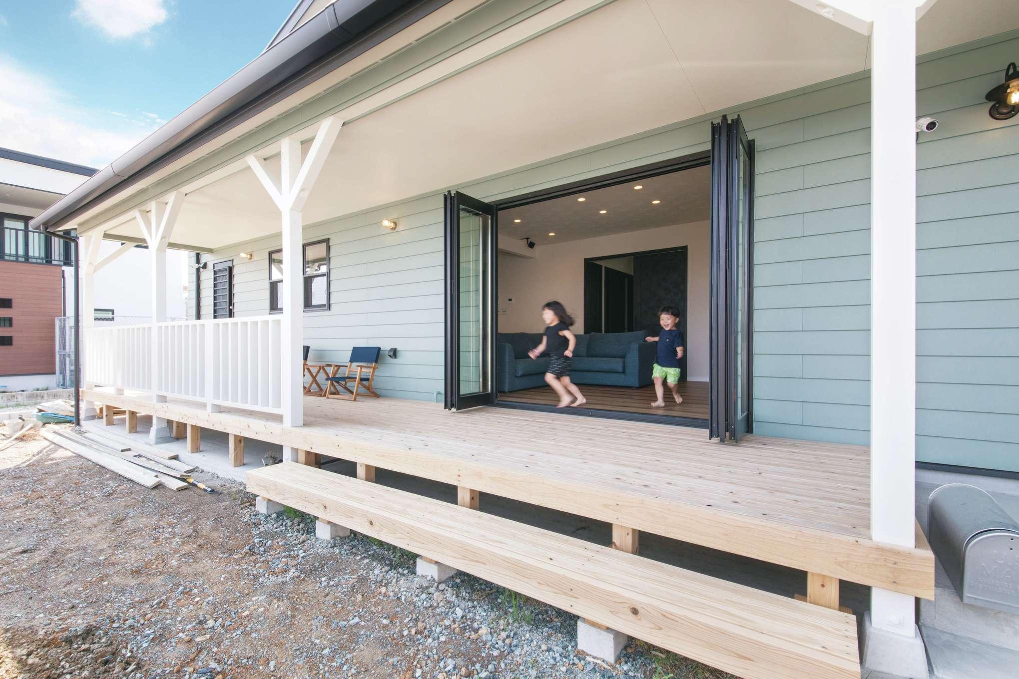 木場建築設計 KIBA-AD【デザイン住宅、屋上バルコニー、趣味】カヴァードポーチはアウトドアリビングとして、BBQや水遊びを楽しめる