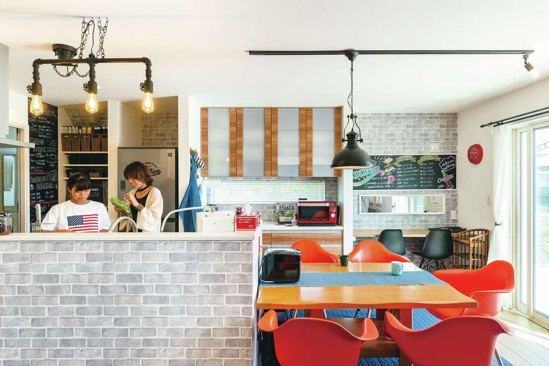 suzukuri 浜松店【デザイン住宅、インテリア、趣味】娘たちと一緒にキッチンに立っても、広々と料理ができる