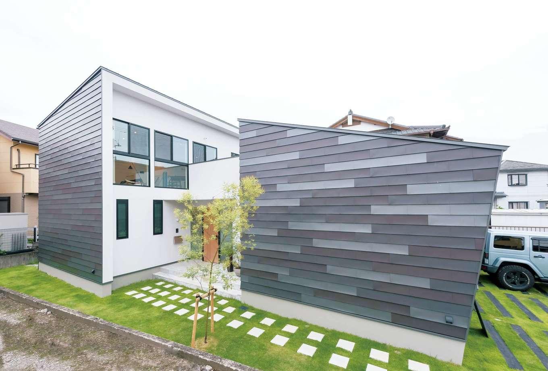 アンドエス【And.s】【デザイン住宅、高級住宅、インテリア】「オンとオフを切り分けたい」と、事務所と自宅を別棟に。外壁は3色のガルバリウム鋼板をセンスよく組み合わせている