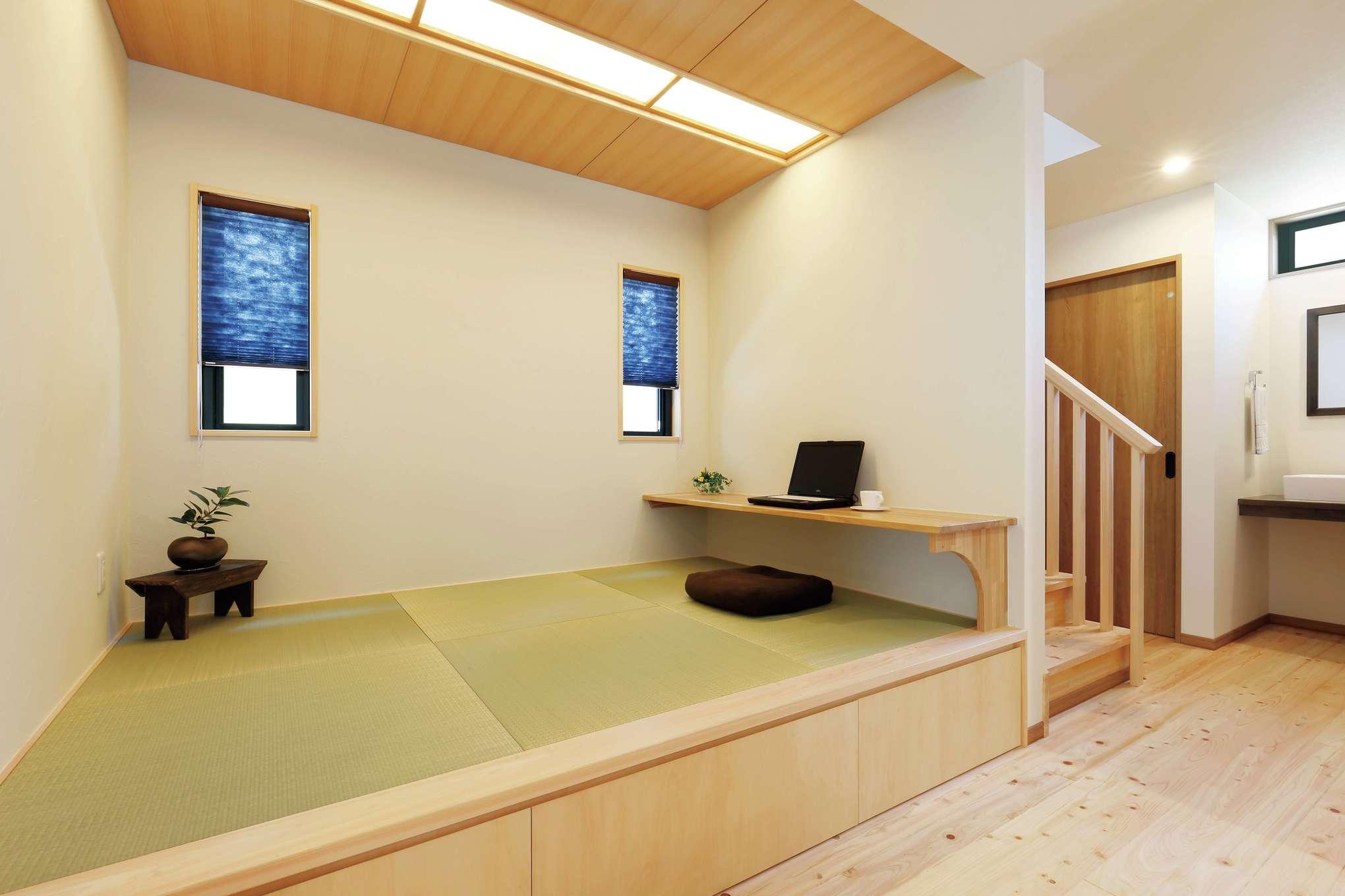フジモクの家(富士木材)【デザイン住宅、収納力、自然素材】小上がりの畳コーナーは夫婦の一番のお気に入り。下は大容量の収納スペース