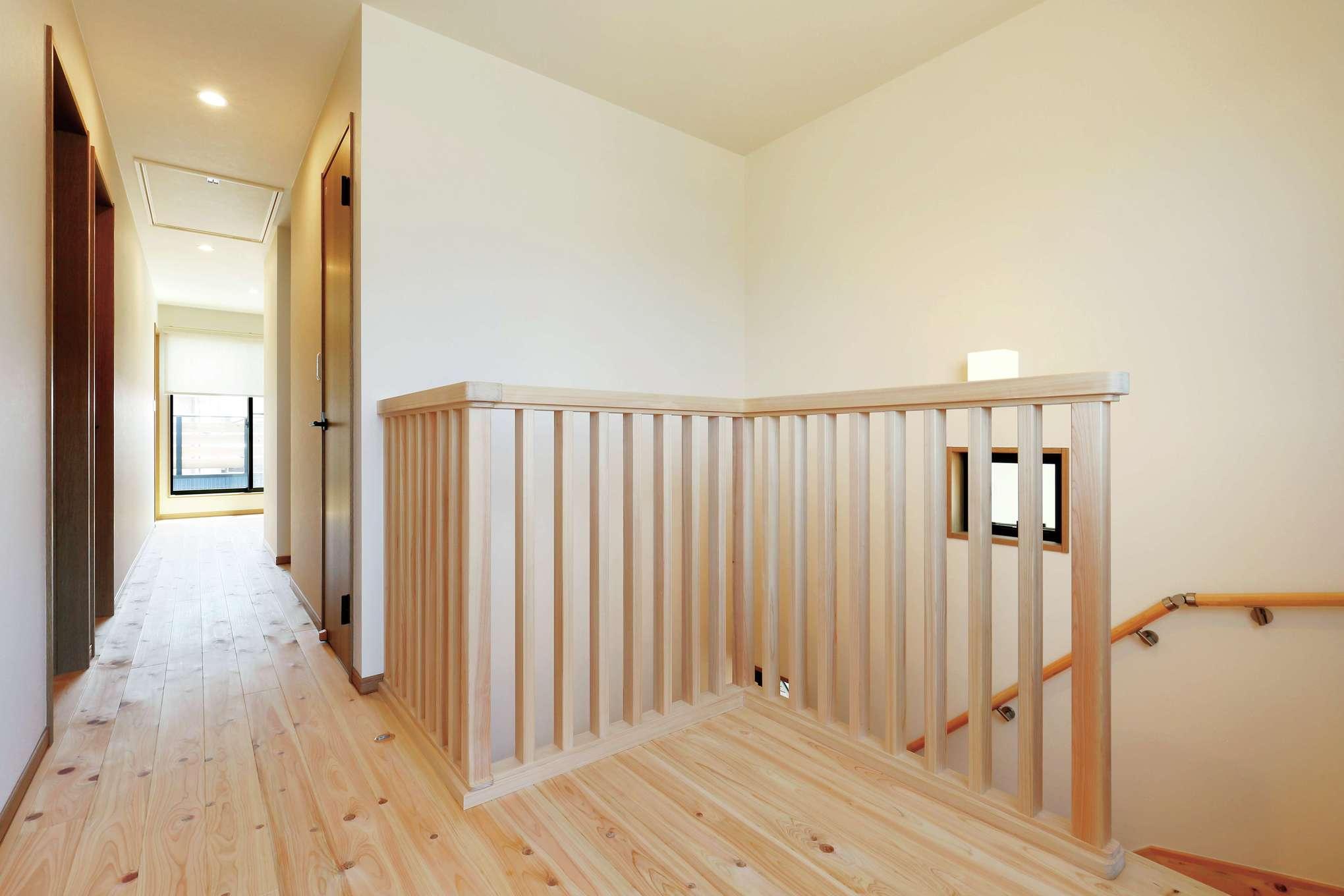 フジモクの家(富士木材)【デザイン住宅、収納力、自然素材】目線が遠くまで抜けて開放感あふれるフリースペース。大きな開口部からたっぷりの光と風を招き入れる