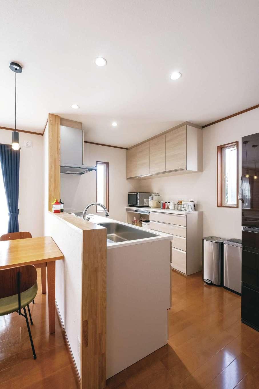 食洗機の取付位置を考慮して、キッチンは「LIXIL」をチョイス。料理のしやすさを考慮し高さは90cmに