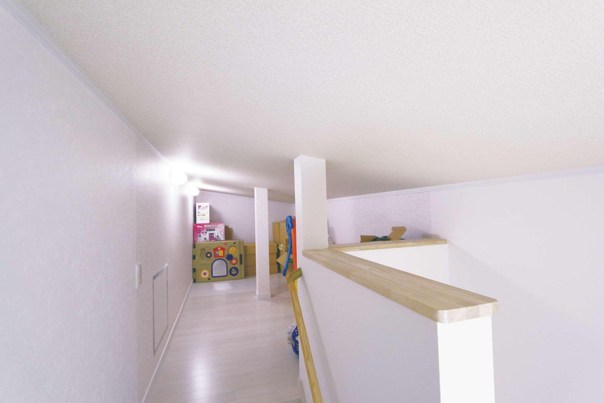 じゆうの家(藤田建設)【1000万円台、子育て、自然素材】小屋裏を活かして収納に。階段があるので、大きな物も出し入れしやすい