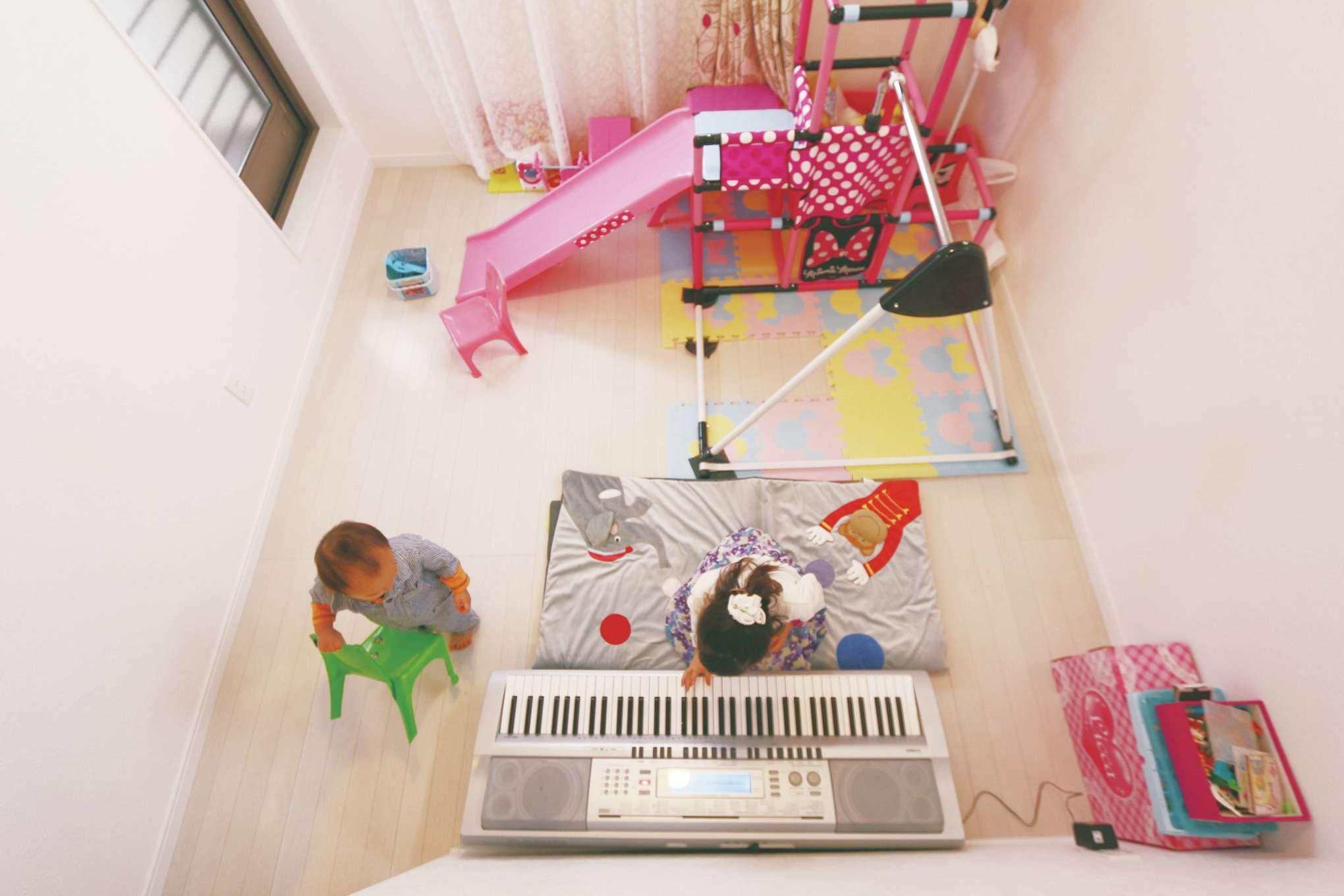じゆうの家(藤田建設)【1000万円台、子育て、自然素材】2階の階段横に、ファミリースペースを設置