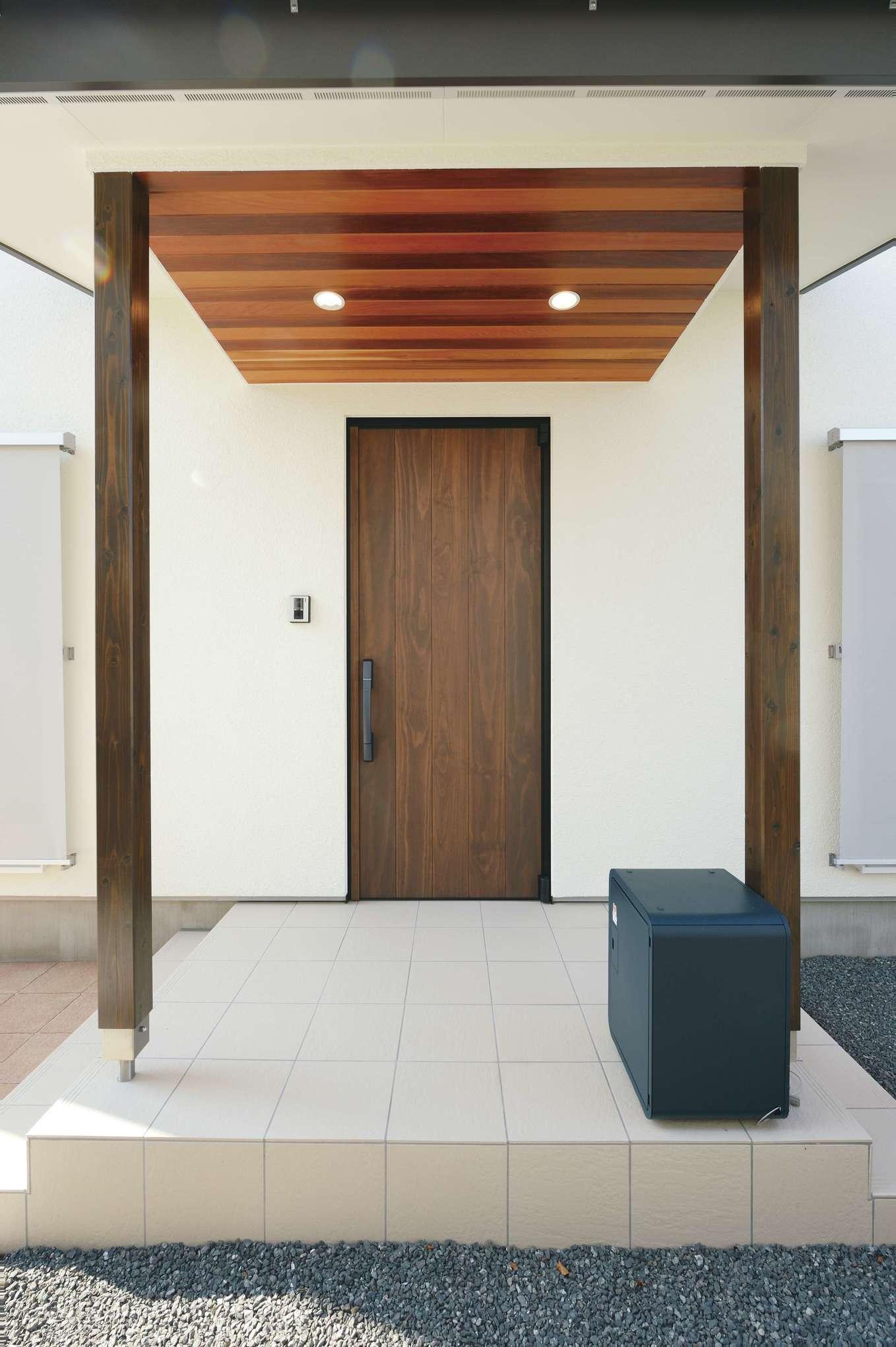 低燃費住宅 静岡(TK武田建築)【子育て、自然素材、省エネ】ダイニングの天井と同じ木材を使った庇がおしゃれ