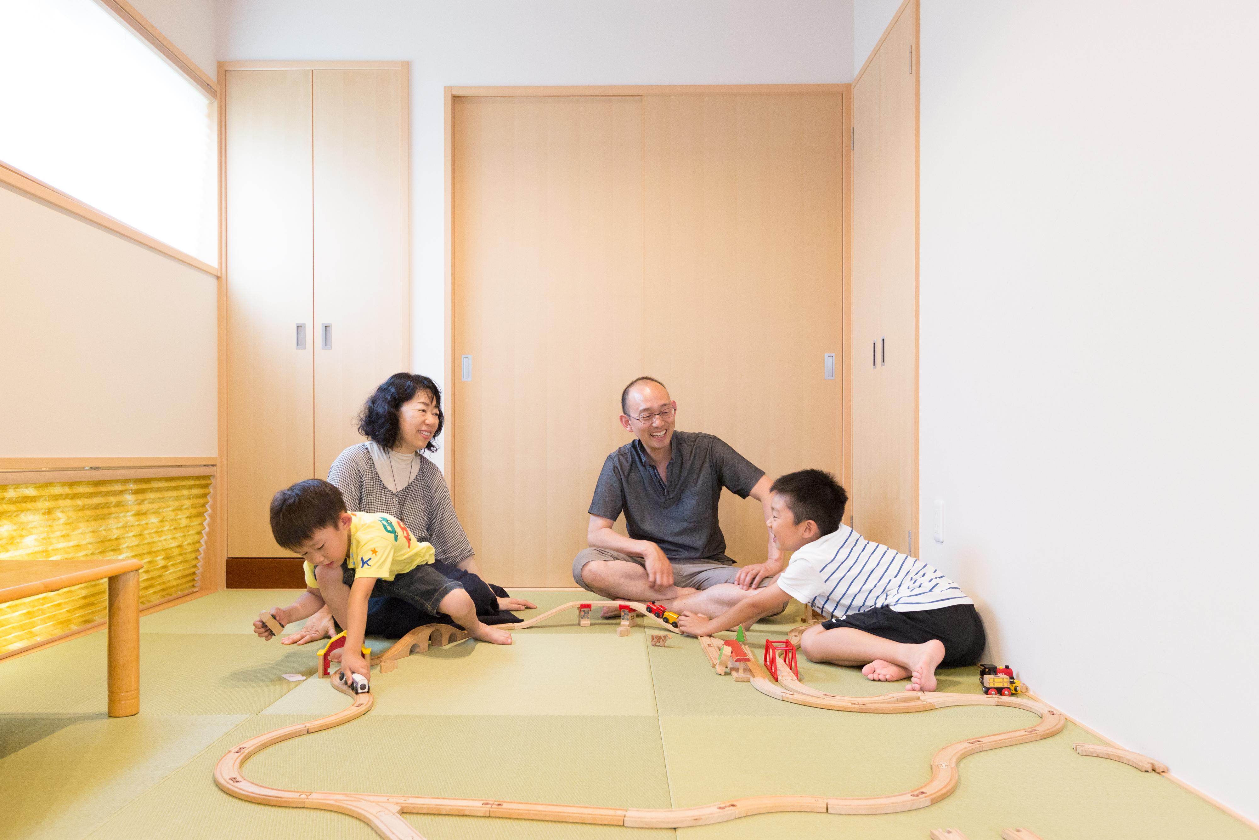 河合工務店【子育て、自然素材、狭小住宅】和室は家族の団らんスペース。子育てや子供たちのちょっとした休憩に大活躍