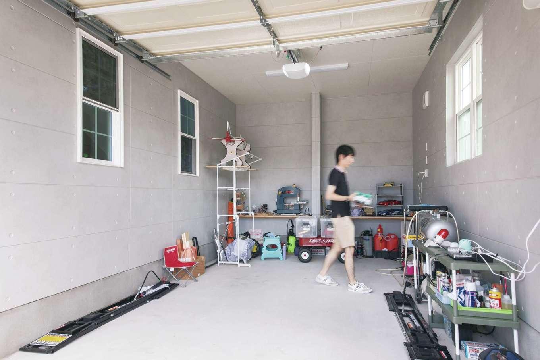 セルコホーム浜松(オバタケイ)【輸入住宅、趣味、ガレージ】ご主人の念願のインナーガレージにはプロ並みの整備用品がずらり