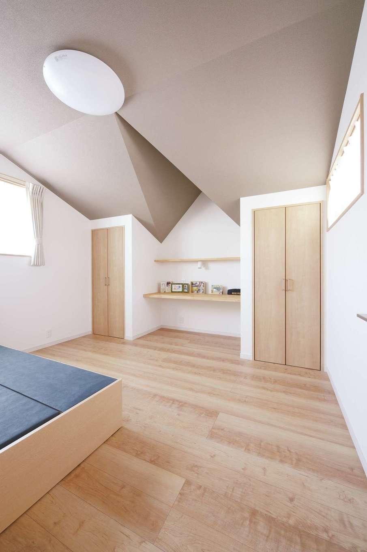 ほっと住まいる|子ども部屋の個性的な天井は、屋根の形状をそのまま活かしている