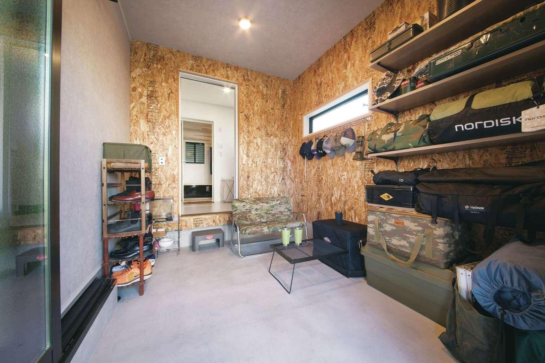 Yamaguchi Design 【デザイン住宅、趣味、インテリア】BBQや収納に大活躍の屋根付き土間