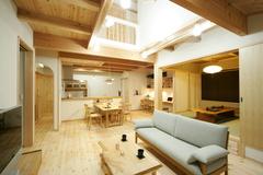 20代で土地購入から実現!未来の幸せを紡ぐ天然木の家