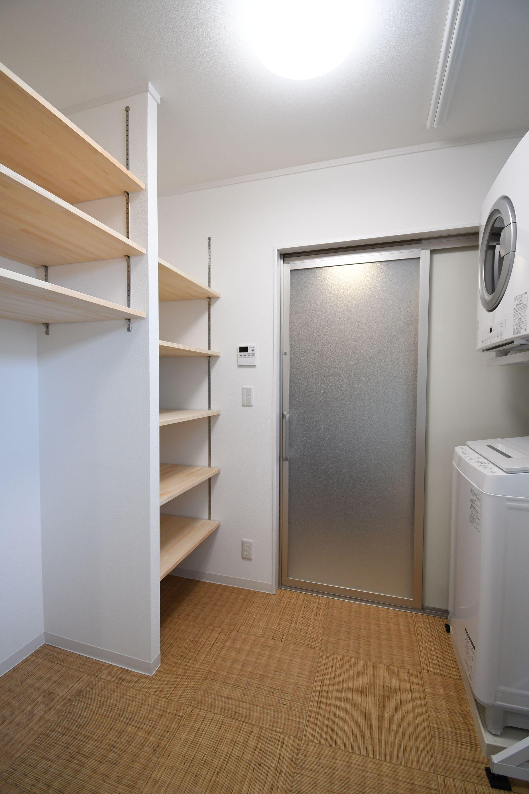 丸七建設興業【デザイン住宅、高級住宅、間取り】大容量の収納の洗面