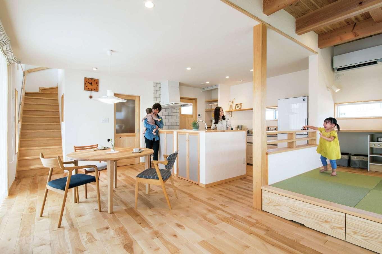 アンシンハウズ【豊田市高丘新町上平地116-6・モデルハウス】広々としたリビングには畳スベースも