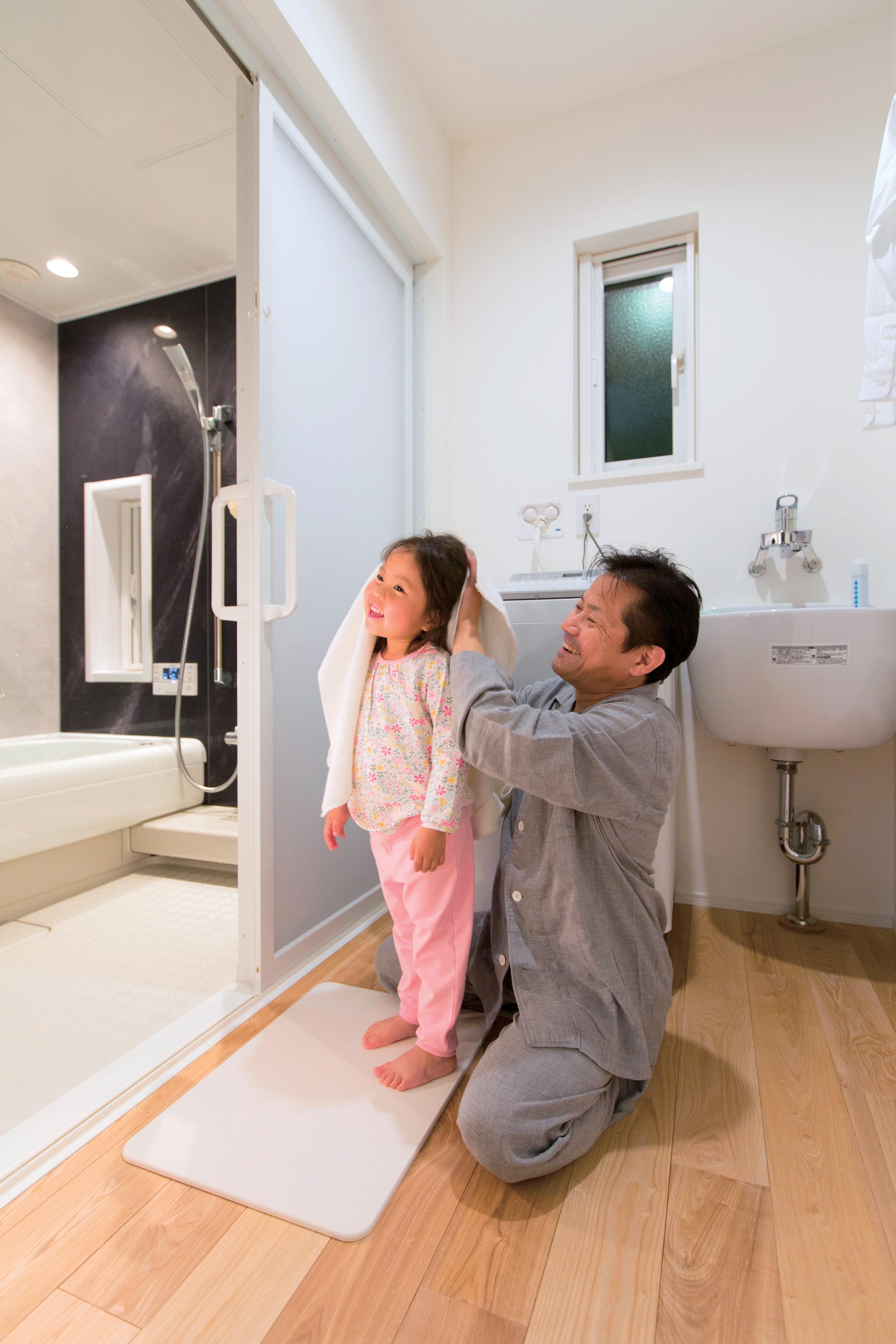 ユートピア建設【岡崎市大門5丁目2番地・モデルハウス】全室一定の快適温度なので、お風呂から出た際に発生の可能性があるヒートショック現象への対策もバッチリ