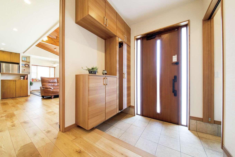 オカダ【子育て、自然素材、間取り】収納が充実した玄関はいつもスッキリ