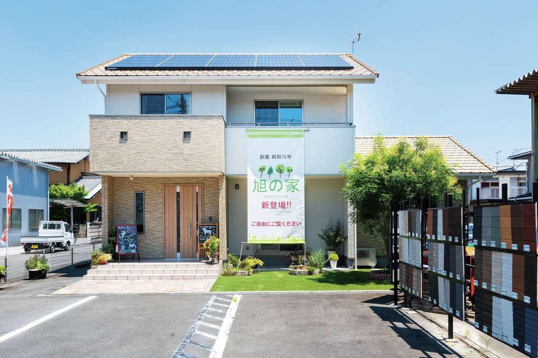 旭建設【富士市浅間本町2-36・モデルハウス】飽きのこないシンプルな外観。ZEHやBELS対応住宅も気軽に相談してみて
