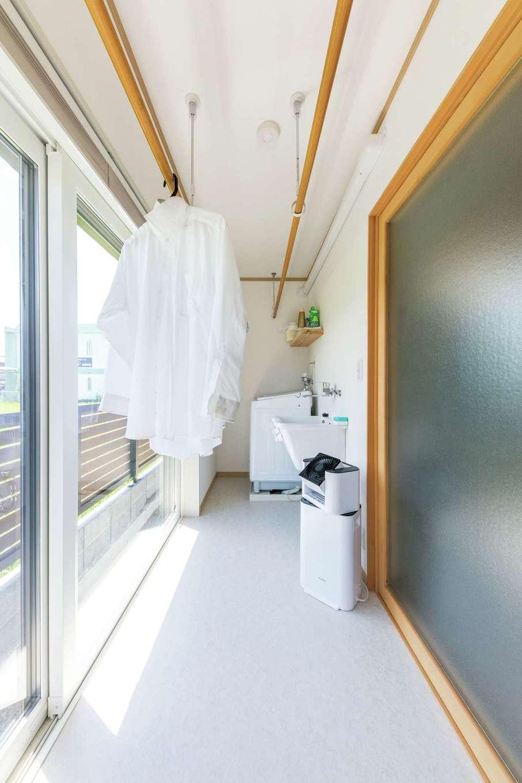 ご主人が花粉症のため、ランドリールームを用意。洗濯が完結し、家事効率もアップ