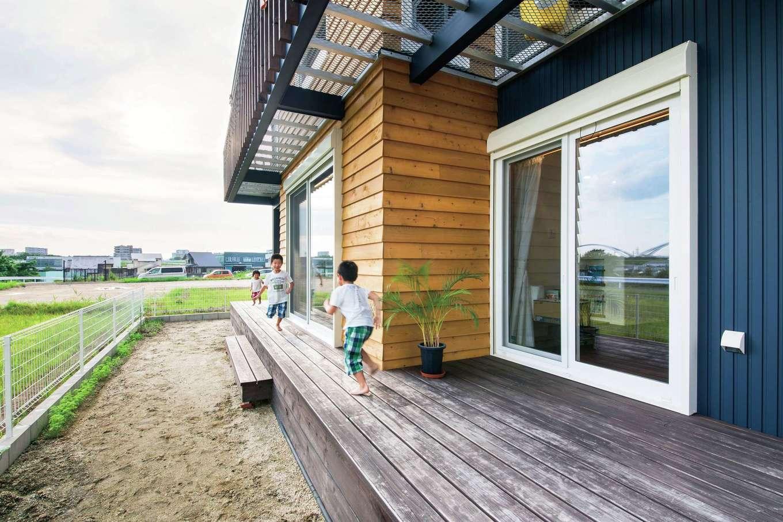 梅村建築【子育て、収納力、自然素材】ウッドデッキはBBQやプールなど、アウトドアリビングとして大活躍