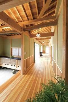 実家の古材や建具を再利用 垂木現しの広縁になごむ平屋