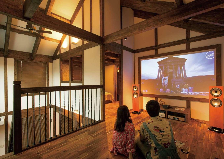 サイエンスホーム【デザイン住宅、趣味、自然素材】夫婦の夢を叶えた2階のオーディオスペース。スクリーンではなく、木枠を造作し、プロジェクター用のクロスに直接投影するという斬新なアイデア