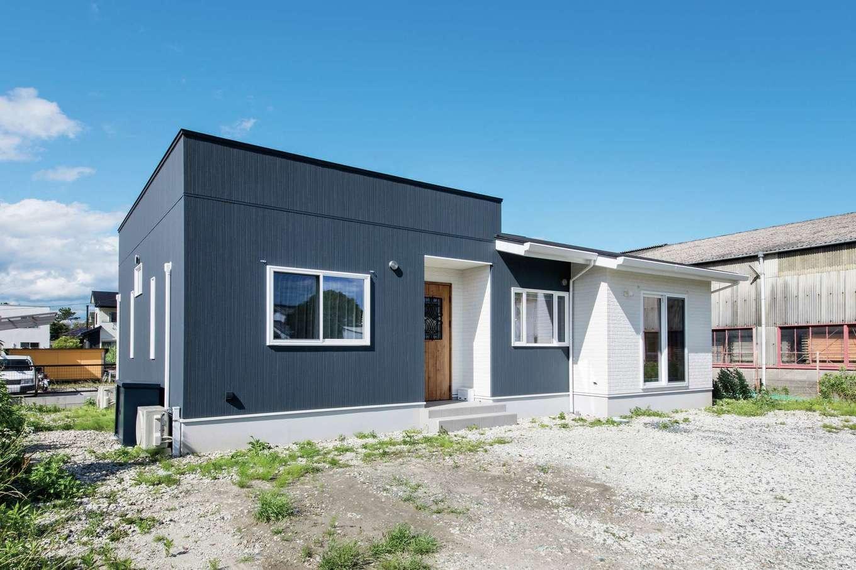 コットンハウス【省エネ、高級住宅、平屋】土地形状に合わせてデザインしたモダンな外観