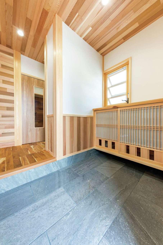 櫻 工務店【子育て、和風、自然素材】下駄箱には通気用の無双窓が