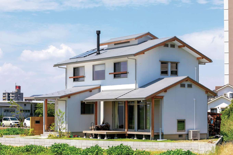 田園の中の三角形の敷地に建つY邸。家庭菜園ができるスペースも造り、敷地を有効活用している