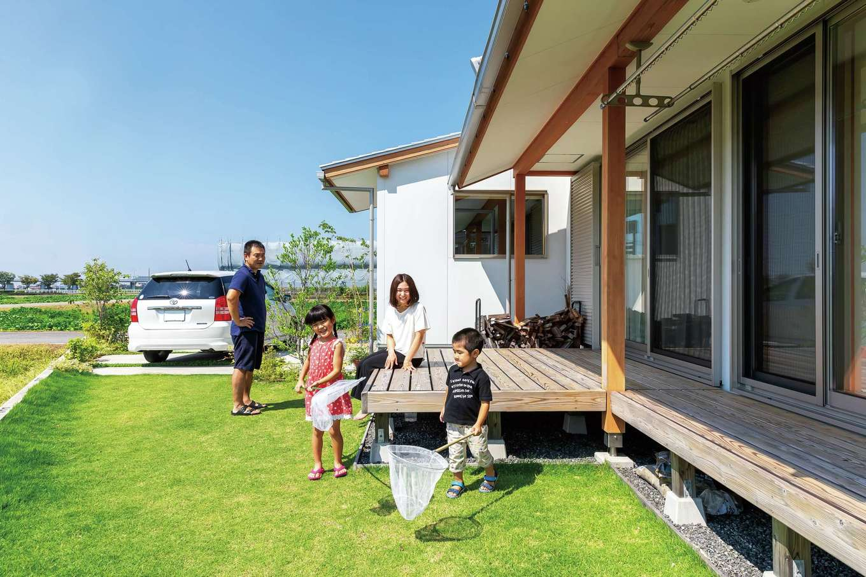 ナルセノイエ【子育て、和風、自然素材】軒を大きく出し、室内外に一体感を演出する雨端は沖縄特有の建築様式