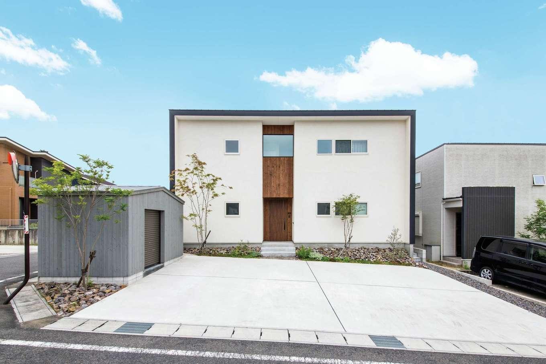 温戸ライフ【デザイン住宅、趣味、インテリア】スクエアなフォルムが美しい外観。ガレージのようなかわいい倉庫とのバランスも絶妙