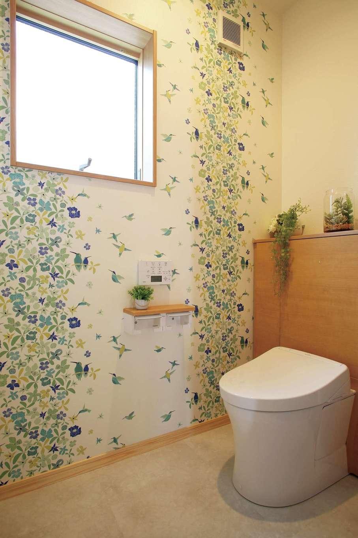 トイレはお子さまが1人でも行けるように明るく楽しい柄を親子一緒に選んだ