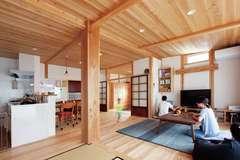 古建具で趣をプラスした 広い土間のある木の家