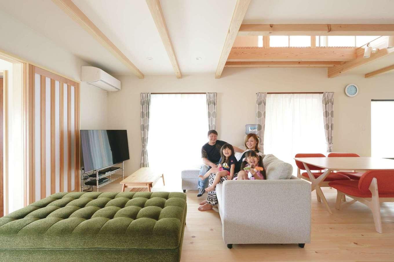 福工房【デザイン住宅、子育て、自然素材】天竜ひのきと珪藻土クロスに包まれたLDK。大らかで清々しい仕上がり
