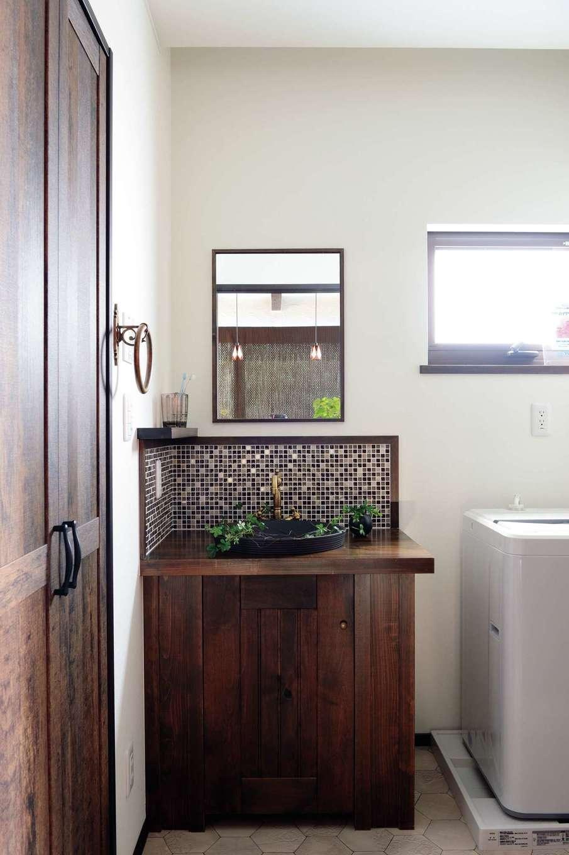 TDホーム静岡西 ウエストンホームズ【静岡市駿河区下川原南5-26・モデルハウス】造作の洗面台も標準仕様。タイルやアイアンなどパーツを選ぶのも楽しい