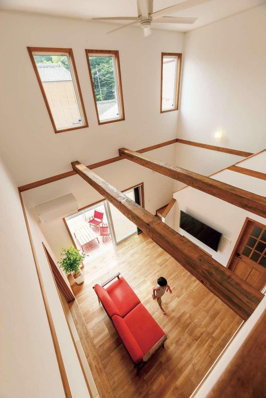 ハートホーム【輸入住宅、自然素材、ガレージ】外張り断熱で吹き抜けの大空間での冷暖房効率をアップ