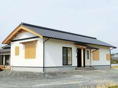 優しいむくり屋根の24坪平屋 子育て世代が暮らす本格和風住宅