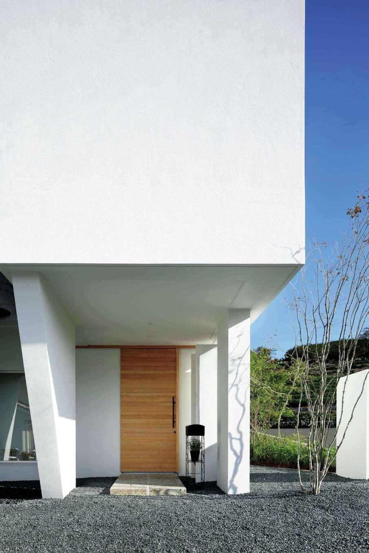 久保田建設【高級住宅、建築家、鉄骨鉄筋コンクリート構造】外観は周囲からの視線に配慮し、あえて2階の南面に窓を設けていないのが特徴